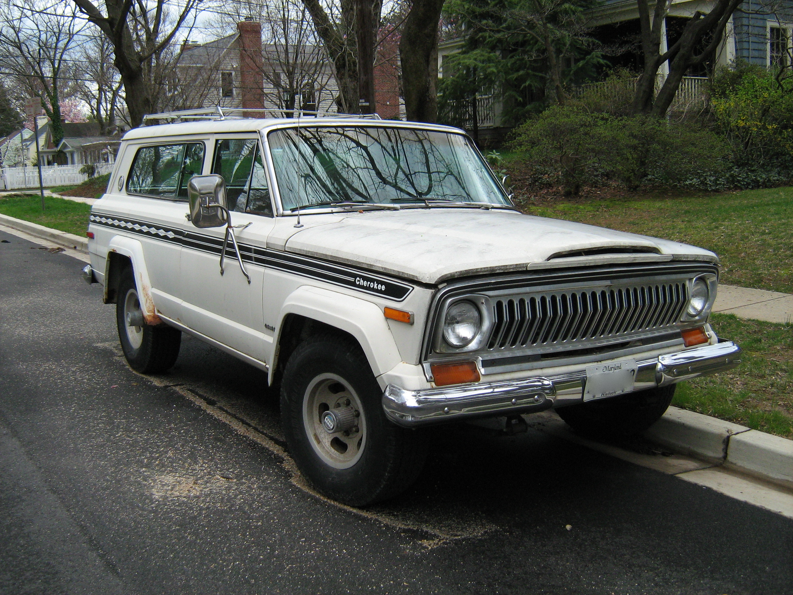 Jeep_Cherokee_SJ_Chief_S_f