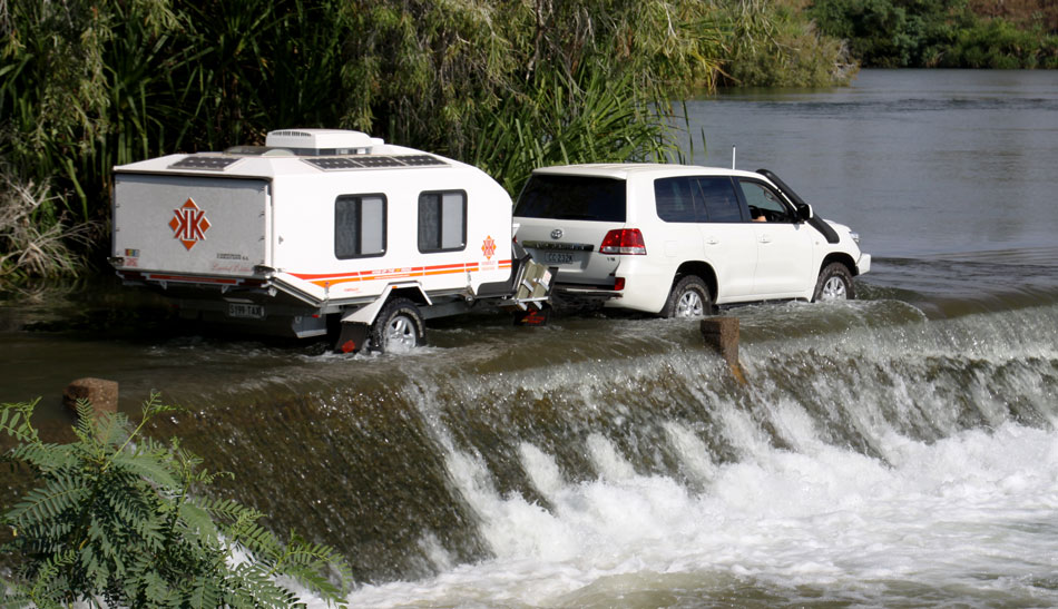 off-road-caravan-kimberley-karavan-on-tour-950