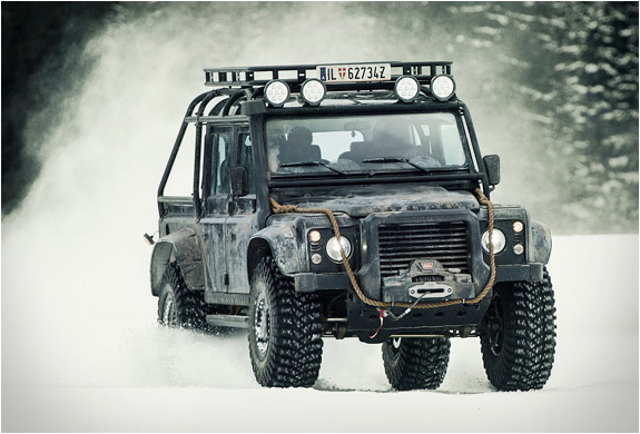 land-rover-defender-spectre-5