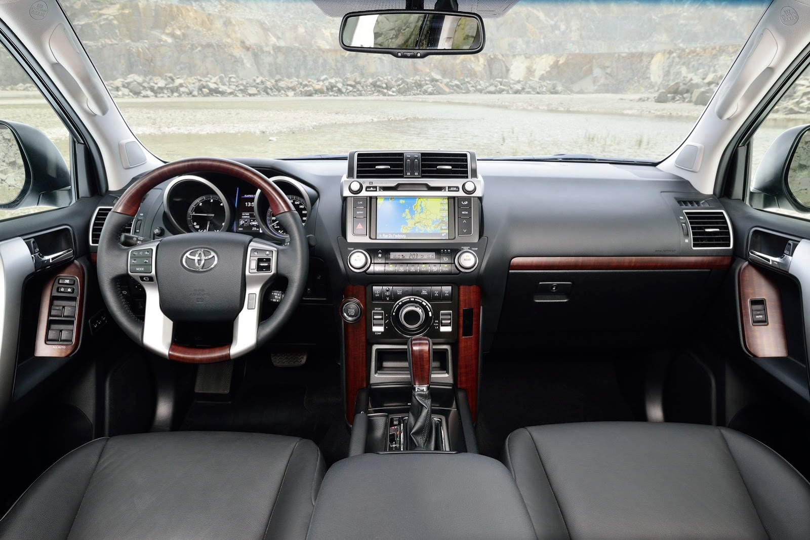 2014-Toyota-Land-Cruiser-Prado-37[2]