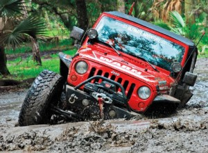 jeep-wrangler-wheeling-in-mud